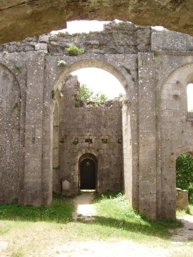 Fig.2 Notre-Dame la Brune, Aleyrac, Drôme (France), arcades, cliché J.S.  Baldi, DR