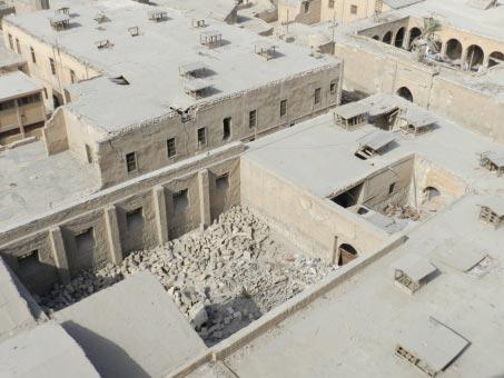 Fig. 2: Citadelle du Caire, côté Sud de la Mosquée de Muhammad Ali: restes des prisons anglaises où étaient enfermés les nationalistes égyptiens au début du 20ème siècle. Photo J.S. Baldi