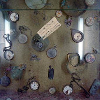Oradour sur GlaneMontres arrêtées Cliché Arno Gisinger 1994