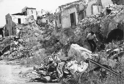 Dégâts à Gibellina Vecchia après le tremblement de terre de 1968 (Archive du Musée Civique de Gibellina)